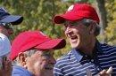 El ex presidente de EEUU George H.W. Bush sale de la UCI